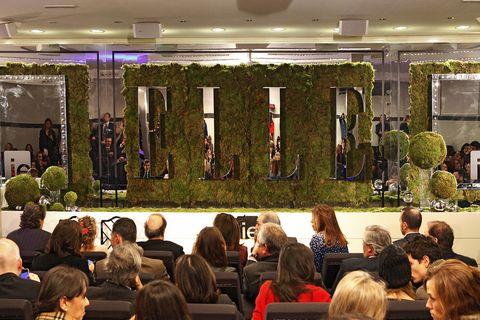 <p>El acto tuvo lugar en el <strong>IE Business School</strong>. Una jardín vertical dio forma a las letras de ELLE. </p>