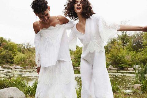 <p>Y parte de la culpa de ese amor profundo por el armario en blanco la tiene <strong>Zara</strong> y su campaña &quot;White&quot;, que nos invita a vestirnos entre encaje, crochet y plisados inmaculadamente blancos toda la temporada estival.&nbsp;</p>