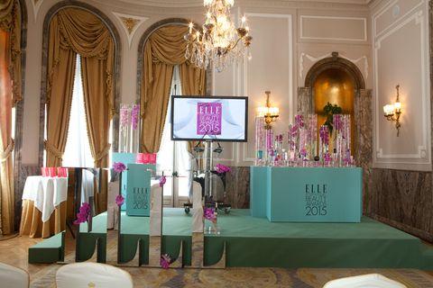 <p>Así lucía el salón Felipe IV del Hotel Ritz minutos antes de comenzar la ceremonia de entrega de los ELLE Beauty Awards 2015.</p>