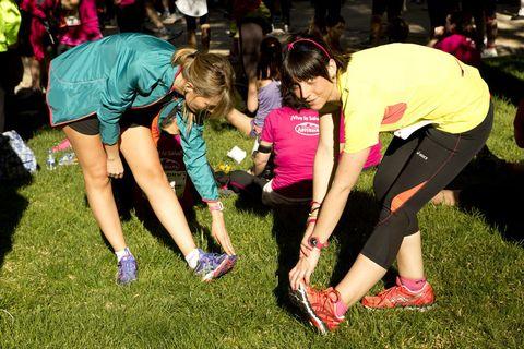 <p>Momentos previos al comienzo de la <strong>Carrera de la Mujer</strong>, las lectoras de ELLE realizaron los estiramientos que han aprendido con nuestro reto. ¡Un paso que nunca te puedes saltar!</p>