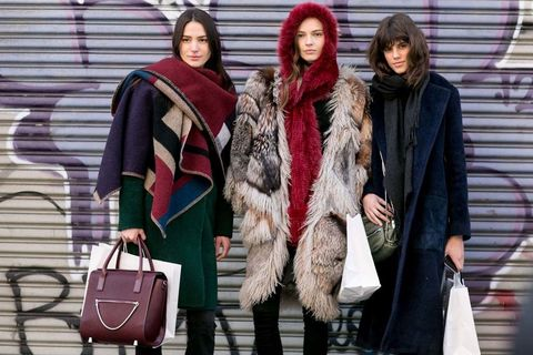 <p>¿No sabes cómo lucir un maxi foulard, un abrigo de piel o una bufanda XL? Ellas SIEMPRE saben. ¡Apunta!</p>