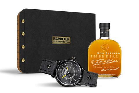"""<p>Pack de Navidad (de venta sólo en diciembre en tiendas Barbour) edición limitada con una botella de <a href=""""http://www.ron-barcelo.com"""" target=""""_blank"""">Ron Barceló Imperial </a>y un reloj de la nueva colección de Barbour International. (215 €).</p>"""