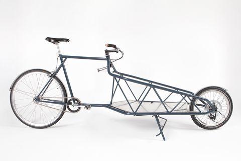 <p> Esta exposición rinde homenaje al medio de transporte estrella del país invitado, la bicicleta. Se exhiben diez originales modelos, además de objetos creados con piezas de bicis o inspirados en ellas -por ejemplo, un bolso y una alfombra hechos de neumáticos-. Y todos creados por diseñadores holandeses, <i>of course,</i> como Sasja Saptenno, Jacqueline Petit o Hedwig Hulshof. Curiosa de ver...<br /><strong>11 junio-25 julio. Disseny Hub Barcelona. Pl. de les Glòries Catalanes, 37-38.</strong></p>