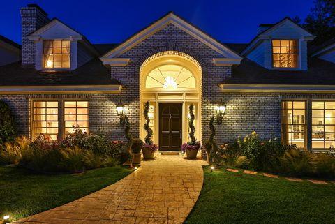 <p>De arquitectura tradicional y con más de 18.000 m2 de superficie, la vivienda se ubica en una barriada-dormitorio de lujo de Los Ángeles.</p>