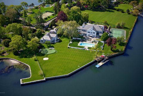 <p>La propiedad, situada en la península de Greenwich (Connecticut) , tiene una superficie de 23.000 m2.</p>
