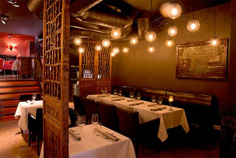 """<p>El siguiente puesto lo ocupa un espacio caracterizado por la influencia de la cocina china. El chef de<strong> HanTing Restaurant</strong>, conocido por todos como Han, no da lugar a las grandes sorpresas, sino que apuesta porque todos sus comensales salgan de las puertas del restaurante &quot;más que satisfechos&quot;. Pues lo ha conseguido: los usuarios más viajeros, lo posicionan en el lugar número 10 de la lista Tripadvisor.</p><p><strong>Precio medio:</strong> 50 €.</p><p><i>(Prinsestraat 33, Den Haag, Países Bajos).</i></p><p><a href=""""http://www.hantingcuisine.nl/"""" target=""""_blank"""">www.hantingcuisine.nl</a>.</p>"""