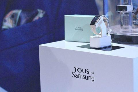 <p>De la asociación entre la moda y la tecnología están surgiendo maravillosos maridajes. Samsung ha decidido aliarse con una empresa del lujo como Tous para crear wearables que se fundan con tus looks ganadores.&nbsp&#x3B;</p>