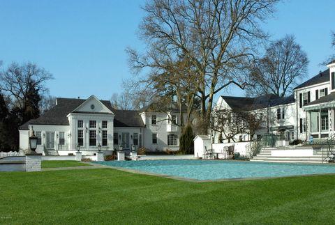 <p>La mansión fue construida en 1939 por Robert Hillas, presidente de una importante compañía de New York City.</p>