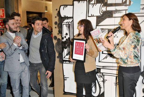 <p>Sale a escena, el Young Talent Designer 2012, el catalán Andreu Carulla.</p>