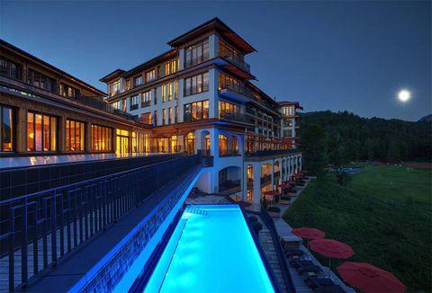 """<p>Está compuesto por dos hoteles separados, y en un principio se fundó como un santuario para creativos que """"buscan escapar fuera de este mundo"""". Y es que esas vistas de las montañas desde las habitaciones y la impresionante piscina son capaces de inspirar hasta al menos lúcido.</p>"""
