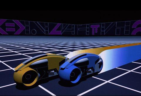 """<p>La película <a href=""""https://www.youtube.com/watch?v=1fSUos8x73I"""" target=""""_blank"""">'Tron'</a> (1982) fue la primera de la historia que utilizó animación generada por ordenador. El hecho de que el filme se desarrollara dentro de un videojuego creó el entorno idóneo para este tipo de animación, que creó una de las escenas más memorables e influyentes, la de las motos de luz. Fue obra de las empresas estadounidenses Information International y MAGI.</p>"""