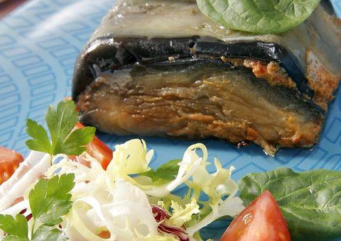 Food, Cuisine, Ingredient, Leaf, Leaf vegetable, Dishware, Tableware, Produce, Dish, Plate,