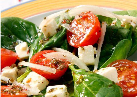Ensalada De Tomates Espinacas Y Queso Feta