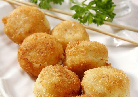Food, Ingredient, Finger food, Hushpuppy, Dish, Dishware, Produce, Arancini, Leaf vegetable, Pommes dauphine,