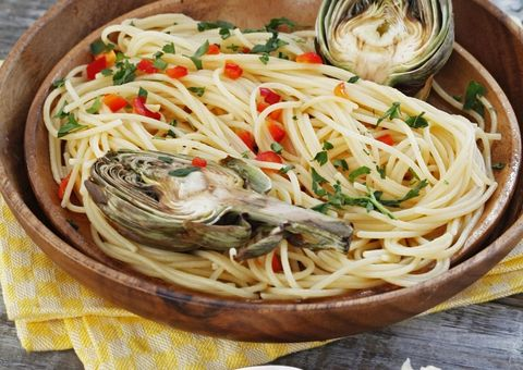 Food, Cuisine, Pasta, Noodle, Spaghetti, Chinese noodles, Tableware, Ingredient, Al dente, Produce,