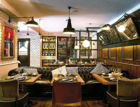 <p>Los dueños de Casa Mono vuelven a&nbsp&#x3B; contar con el decorador Lázaro Rosa Violán para su nuevo y atrevido espacio en la sede del Ateneo. ¿Un plus? La carta de tapas non stop y la coctelería caribeña.&nbsp&#x3B;</p><p><strong>Prado, 21, Madrid, tel. 914 20 24 32. Precio medio: 25 €.</strong></p>