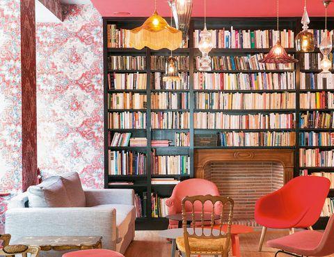 """<p>Te presentamos este <a href=""""http://www.hotel-josephine.com."""" target=""""_blank"""">hotelito</a> parisiense, con mucho encanto, de solo 41 cuartos, y a 5 minutos de Montmartre. El interiorismo ha huido del minimalismo, así que en cada estancia se recrea la decoración de los años 30. Desde 122 euros.</p>"""