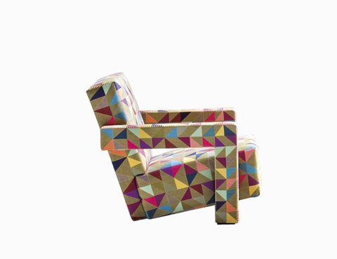 """<p>El sillón <i>Utrecht</i>, todo un icono de Gerrit Rietveld, de 1938, sigue igual de fashion vestido con la tela <i>BoxBlocks</i> del genial Bertjan Pot. De Cassina. <a href=""""http://www.cassina.com"""" target=""""_blank"""">www.cassina.com</a></p>"""