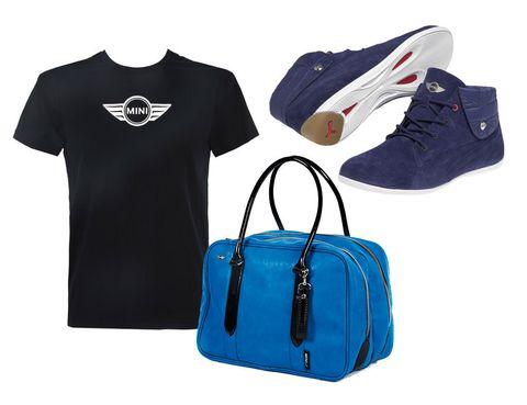 <p>En los concesionarios de Mini y en las tiendas de Puma pueden sus Majestades comprarnos algunas prendas de la nueva colección Mini by Puma. Se trata de una ropa deportiva con un toque casual que nos gusta mucho. Si ven que tienen problemas de espacio no nos importa que utilicen el maletero del Beetle, es amplio.</p><p><i>Zapatillas (120 €), camiseta (40 €) y bolso (80 €).</i> </p>