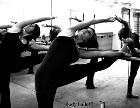"""<p>¿Te has planteado alguna vez hacer Ballet en casa? <a href=""""http://www.bodyballet.es/"""" title=""""ballet"""" target=""""_blank"""">Body Ballet®</a>&nbsp; te ofrece ejercicios sencillos y explicados lo más detalladamente posible para que lo practiques en tu salón. Hay muchas mujeres que prefieren hacer gimnasia en su casa, ya sea por falta de tiempo o, simplemente, porque no les gusta ir a los gimnasios y ahora te damos la oportunidad de practicar ballet. No importa la edad ni la condición física, con una pequeña preparación, desde la web de Body Ballet® tendrás todos los pasos para ejercitar tu cuerpo, descargar adrenalina y reducir tu estrés.</p>"""