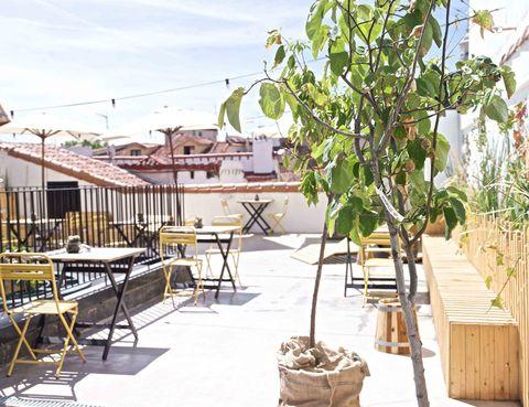 """<p>Se trata de una de las terrazas de moda de la capital y presume tanto de vistas como de chefs: todos los martes del verano los chicos del restaurante TriCiclo servirán cenas para 40 comensales (eso sí, bajo reserva). ¡Que no se te esfume el verano sin probarla!</p><p><strong> Imperial, 9, Madrid, tel. 917 72 85 72, <a href=""""http://thehatmadrid.com/"""" target=""""_blank"""">www.thehatmadrid.com</a>.</strong></p>"""
