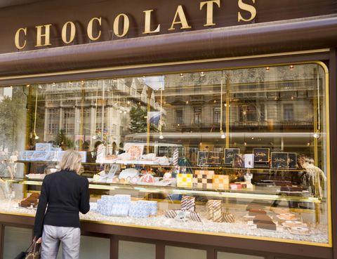 <p>Suiza es el país que más chocolate consume. Más concretamente, en Zúrich se encuentran las fábricas de marcas como Lindt, Toblerone, Sprungli y Treuscher. Incluso cuentan con el tren Tren del Chocolate, que finaliza su recorrido con una visita a la fábrica de Nestlé.</p>
