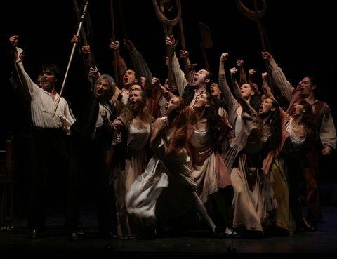 """<p> Reengánchate al Festival&nbsp;Internacional Madrid en Danza que te trae lo mejor y lo último de la escena. ¿Una recomendación ELLE? 'Fuenteovejuna', el montaje que presenta la compañía de Antonio Gades. Disfrutarás del poder expresivo de la danza española en todo su esplendor. ¡Qué arte!<br /><strong>Teatros del Canal, Madrid, hasta el 5 de diciembre, <a href=""""http://www.teatroscanal.com/"""" target=""""_blank"""">www.teatroscanal.com.</a></strong></p>"""