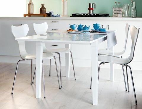 <p>Apuesta por el blanco en las estancias más vividas, como la cocina, para darle luz y dale unos toques de color.</p>