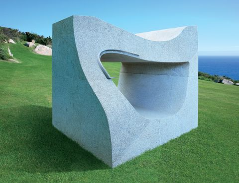 <p>Banco de granito<i> Do Gozo:</i> te tumbas dentro si llueve, o encima si brilla el sol. </p>