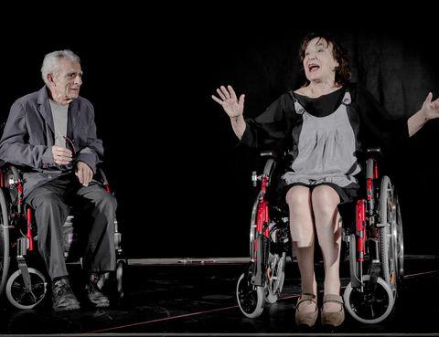 """<p>Disfruta a lo grande de una sesión de humor político y vital con la pareja formada por Juan Margallo y Petra Martínez. Ambos han escrito y protagonizan <strong>¡Chimpón!</strong> Panfleto post mórtem, una comedia que desglosa el inevitable paso del tiempo.</p><p><strong>Teatro Valle Inclán, Madrid, desde el 9 de enero,</strong> <a href=""""http://www.cdn.mcu.es"""" target=""""_blank"""">www.cdn.mcu.es</a></p>"""