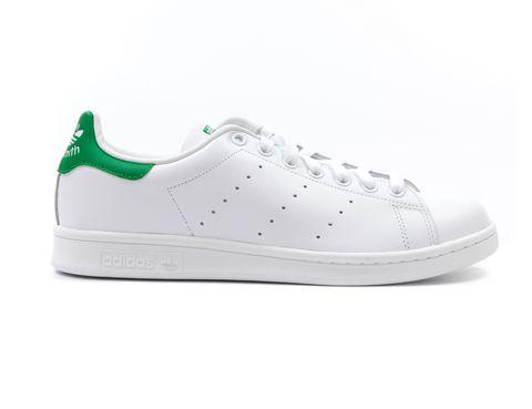 <p>Éstas son las originales, el modelo <strong>'Stan Smith' de Adidas</strong> que ha vuelto para quedarse, y que da el toque perfecto a cualquier look.</p>