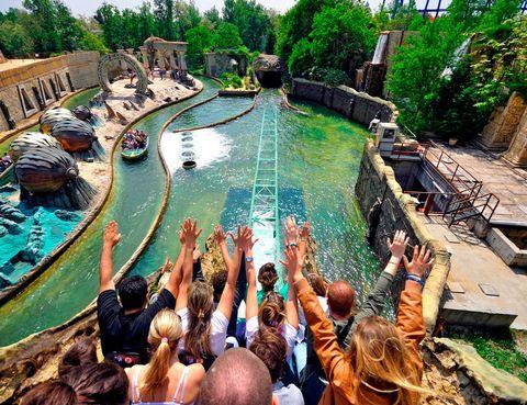 """<p>Fuga de Atlantide es la montaña rusa acuática de Gardaland, el parque de atracciones más conocido de Italia. En la provincia de Verona, a orillas del lago de Garda, se extiende un área inaugurada en 1975 y que ha ido ampliando instalaciones, como el Sea Life Acuarium o el Hotel Gardaland, con habitaciones tematizadas en personajes de cuentos. No te pierdas sus noches de magia y sus fiestas con DJs.</p><p><a href=""""http://www.gardaland.it/resort/"""" target=""""_blank"""">www.gardaland.it</a></p>"""
