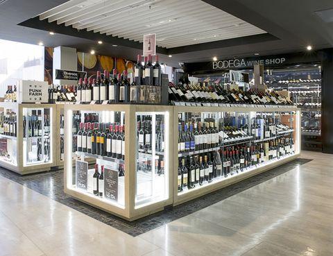 <p>En pleno Barrio de Salamanca madrileño se encuentra la bodega de Gourmet Experience. <strong>Un espacio situado en la sexta planta del centro de Serrano, 52 y consagrado al universo vinícola.</strong> Con este proyecto El Corte Inglés quiere ofrecer un plus cuando tengas que elegir un vino.</p>