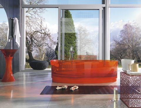<p>Bañera de resina<i> Jolie,</i> 11.858 €, lavabo <i>Calice,</i> 1.840 €, precios aprox., de Bruna Rapisarda para Regia. </p>