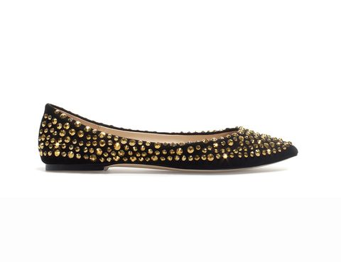 <p>Bailarinas negras de puntera con brillos dorados de Zara.</p>