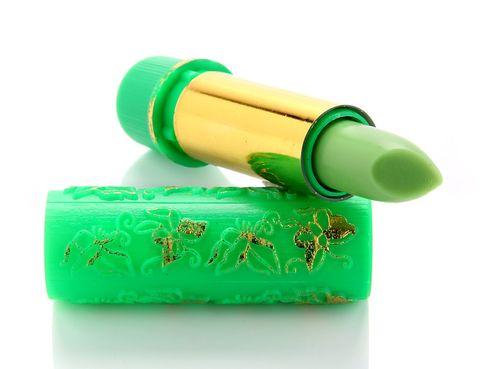 """<p>Adapta un color u otro dependiendo del PH de tu piel. No te asustes, pinta entre rosa y rojo. ¡Es magica! Dura lo que no te imaginas... Es súper hidratante porque tiene aceite de argán y henna.</p><p>Pintalabios mágico de <a href=""""http://www.marocnaturelle.es/productos-y-servicios/"""" target=""""_blank"""">Maroc Naturelle</a> (3,49 €).</p>"""