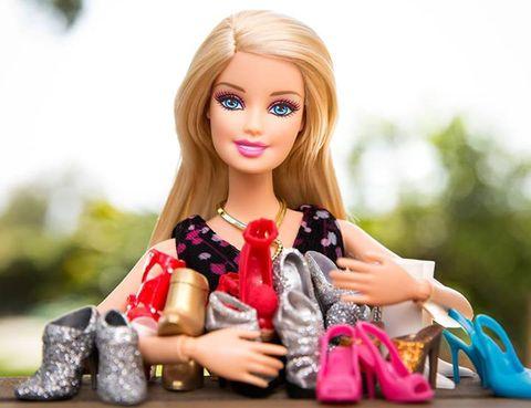 """<p>El zapatero de Barbie se renueva y actualiza sus looks.&nbsp;Puedes ver más detalles de la colección en la web <a href=""""http://www.planosotacones.com/"""" target=""""_blank"""">Planosotacones</a>.</p>"""