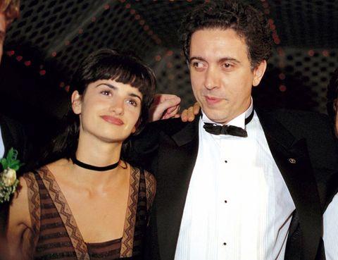 <p>Mucho tiempo ha pasado desde esta imagen de Penélope en su primera vez en los Oscar con &nbsp;20 años junto a Fernando Trueba, que se llevó el galardón por 'Belle Époque' como mejor película de habla no inglesa.</p>