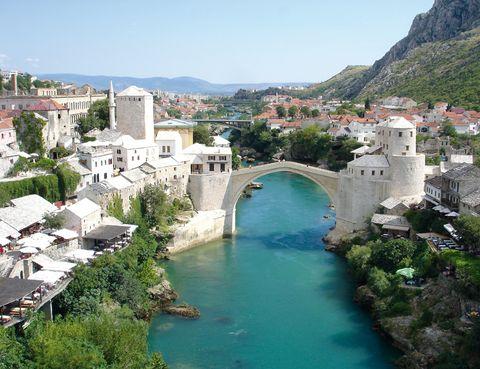 """<p>Esta localidad de <a href=""""http://www.bhtourism.ba"""" target=""""_blank"""">Bosnia y Herzegovina</a> es encantadora. Te cautivará el famoso puente otomano y su trazado medieval, además de la mezcla cultural con vestigios árabes.&nbsp&#x3B;</p>"""