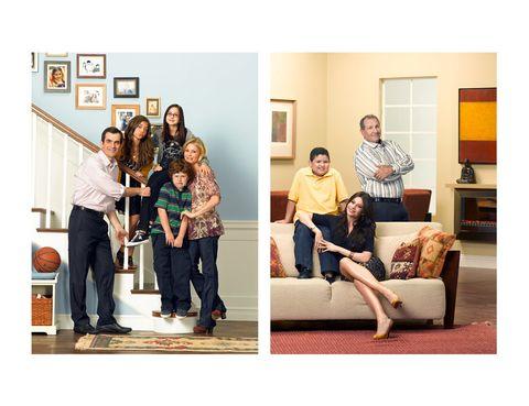 <p>La familia Dumphy y los Pritchett viven en Los Ángeles, en dos casas bastante diferentes entre sí. La primera es más modesta y familiar, de dos plantas, un amplio salón y cuatro dormitorios, mientras que el diseño de la segunda es más vanguardista, con obras de arte y muebles de autor. Dumphy House está valorada en <strong>casi 2 millones de euros</strong> mientras que Pritchett House lo está en <strong>7.197.000 euros.</strong></p>