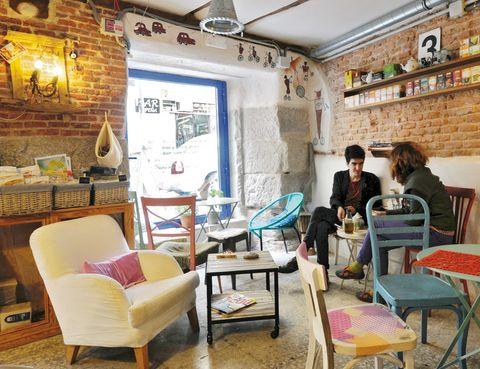 <p>Pequeño local y tiendecita de Lavapiés (Embajadores 31, Madrid, tel. 619 45 72 75) donde se puede desayunar una fruta licuada o comprar productos orgánicos. Apúntate a su <i>mailing list</i> y cada semana te harán llegar en bici un <i>pack gourmet.</i></p>