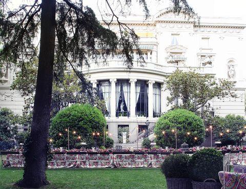 <p>La Embajada de Italia fue el lugar escogido para celebrar la llegada de ELLE Gourmet. Su jardín se vistió para la ocasión en una noche única.</p>