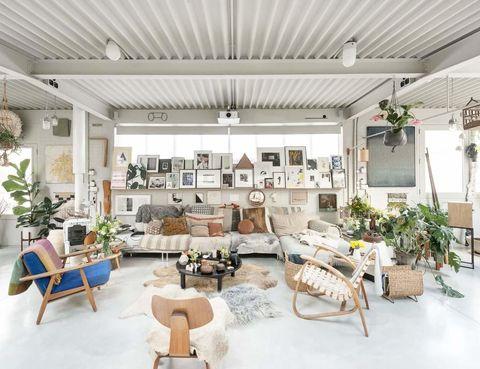 <p>Situada en el distrito londinense de Islington, la casa se articula en torno a un cálido salón, donde las alfombras de pelo, junto con las mantas, son las protagonistas. ¡Un auténtico capricho!</p>
