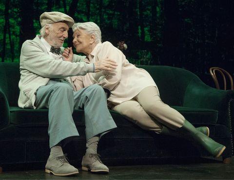 """<p>Los actores Lola Herrera y Héctor Alterio te conmoverán en esta comedia de humor inteligente que dirige Magüi Mira. En primer plano, un matrimonio veterano que está de vacaciones. Y, como trasfondo, una reflexión sobre la madurez y los conflictos generacionales que surgen entre un padre testarudo y una hija rebelde. Enternecedora.</p><p><strong>Teatro Bellas Artes, Madrid, hasta el 1 de junio, <a href=""""http://www.teatrobellasartes.es"""" target=""""_blank"""">www.teatrobellasartes.es</a>.</strong></p>"""