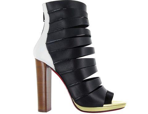 <p>Botines'peep toe' a tiras <strong>(835 €).</strong></p>