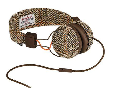 <p>Auriculares forrados con tejido de Harris Tweed (80 €).</p>