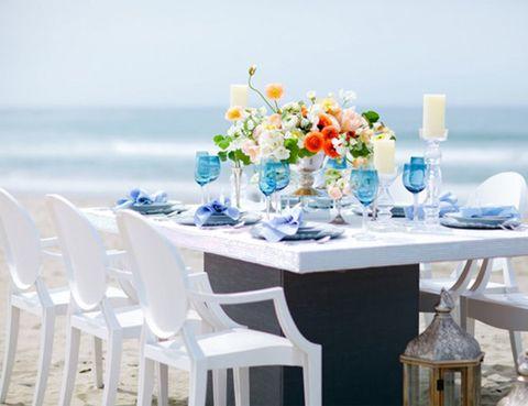 """<p>Para los novios más bohemios una <strong>boda en la orilla del mar</strong> es el sitio ideal para darse el 'sí quiero'. Y el mejor lugar para una boda de estas características son las costas de las <strong>islas pitiusas.</strong> Si quieres una boda en <strong>Ibiza y Formentera</strong> la compañía en la que tienes que confiar es <a href=""""http://www.bonderco.com/"""" target=""""_blank""""><strong>Bonder & Co</strong></a>, que se encargan de localizar adecuada y las decoran al completo, para que puedas tener una celebración al más puro estilo <strong>ibicenco</strong>.</p><p></p><p>(Foto del proyecto 'El Cielo' por Bonder & Co y Vanessa Van Wieren)</p>"""