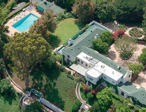 <p>La mansión tiene una superficie de 10.982 m2, más 8.000 m2 de terreno y ha sido el hogar de dos generaciones de la familia Goldwyn.</p>