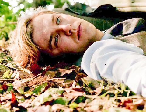 <p>Lamentablemente su felicidad no duro mucho. Al final de la tercera temporada&nbsp;Matthew falleció en un accidente de coche tras salir del hospital en el que Mary había dado a luz al primer y único hijo de ambos, George.&nbsp;&quot;Me pareció que era un buen momento para hacer un paréntesis y tomarme un tiempo, quería una oportunidad para poder hacer otras cosas&quot;, es la explicación que dio el actor Dan Stevens al conocerse su abandono en la serie.</p>