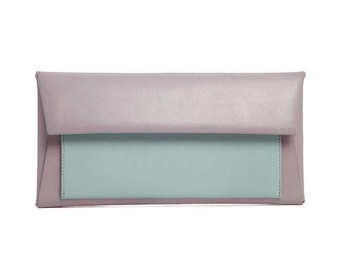 <p>Bicolor y con forma rectangular, de <strong>Asos</strong> (50 €).</p>